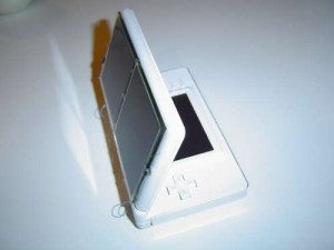 solar-powered-nintendo-ds-lite-300x225