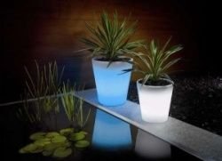 solar-powered-plant-pot-