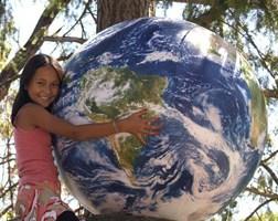 7_giant_globes