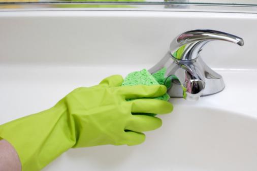 pulire-bagno-rubinetto