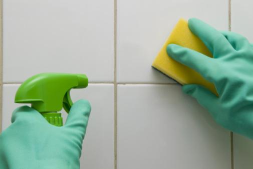 pulire-piastrelle
