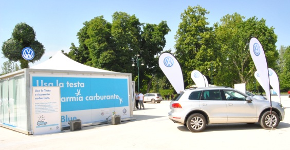 Volkswagen_blu_on_tour_Milano