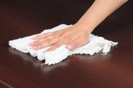 pulire_mobili_legno