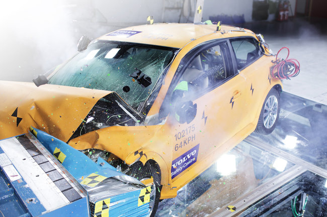 volco-c30-electric-crash-test_1