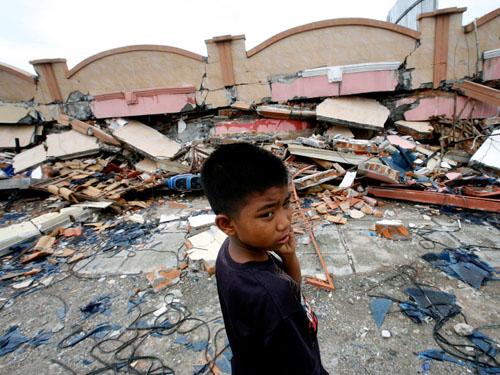 Indonesia_Earthquake_Padang__boy