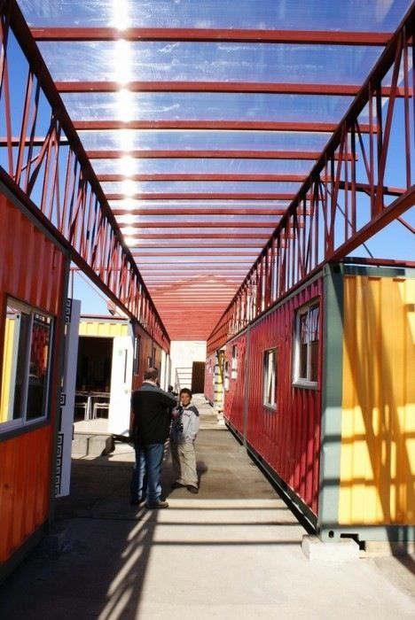 recycled-shipping-containers-school-chile-2