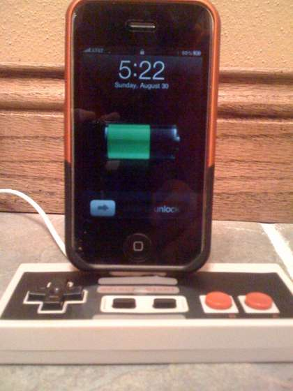 NES-controller-into-an-iPhone-Dock