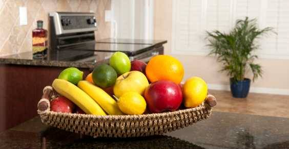 moscerini frutta cesto
