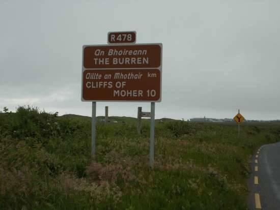 Cartello stradale sulla strada per Doolin