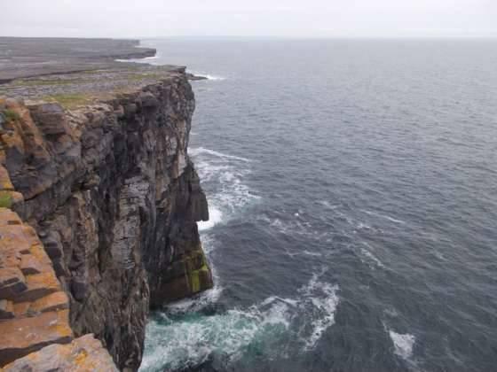 Le scogliere a picco sullAtlantico costa sud occidentale dellisola di Inishmore