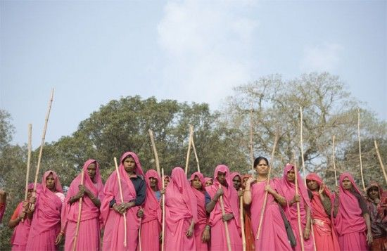 Gulabi-Gang-India-550x357