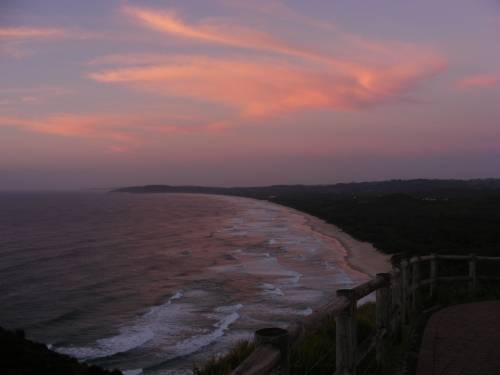 La spiaggia di Byron Bay al tramonto