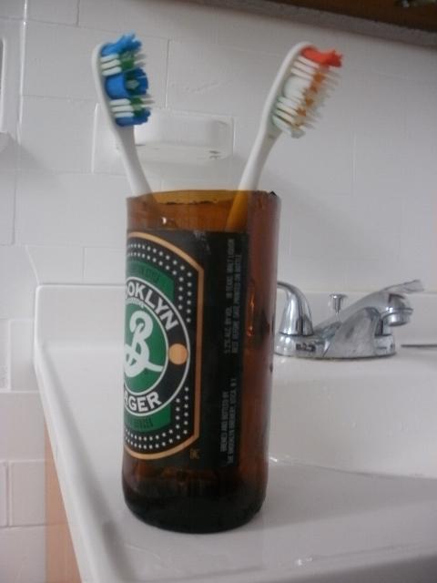 bottiglia birra porta spazzolino