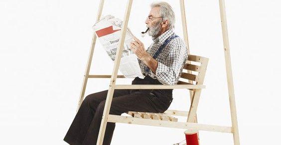 Sedia A Dondolo Inventore.Rocking Knit Chair La Sedia A Dondolo Che Lavora A Maglia Per Voi