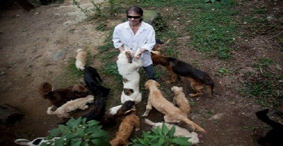 uomo 100 cani