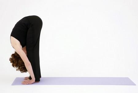 yoga uttanasana Fonte foto: yogaclass.ie