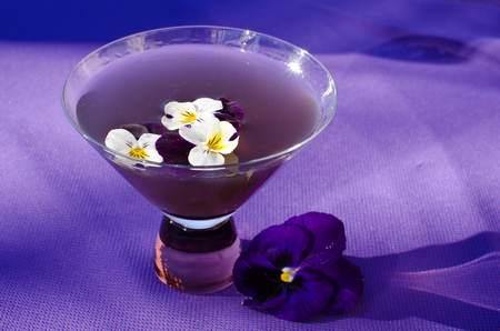 liquore violetta - fonte foto: temperedspirits.com