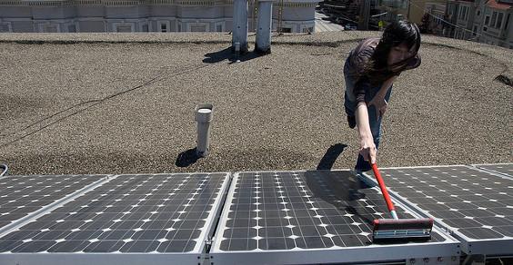 lavare pannelli fotovoltaici