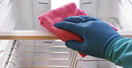 pulire sbrinare frigorifero