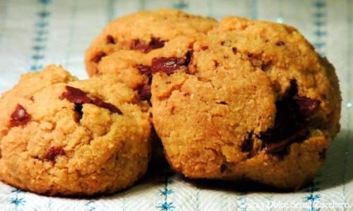 Biscotti naturali con gocce di cioccolato senza zucchero