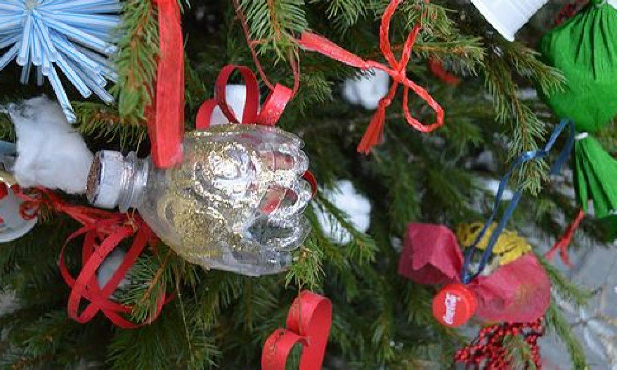 Biscotti Finti Per Albero Di Natale.7 Alberi Di Natale Dal Riciclo Creativo Nelle Citta E Nelle Piazze D Italia Greenme