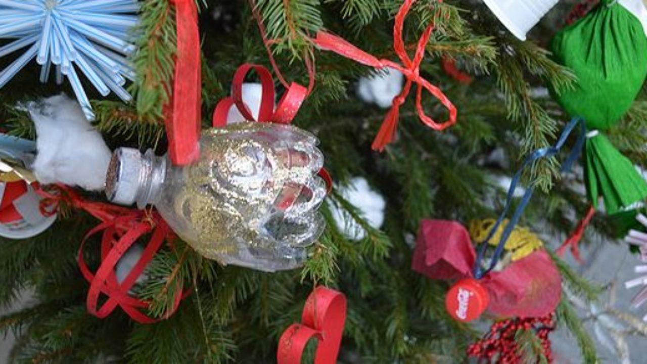 7 Alberi Di Natale Dal Riciclo Creativo Nelle Citta E Nelle