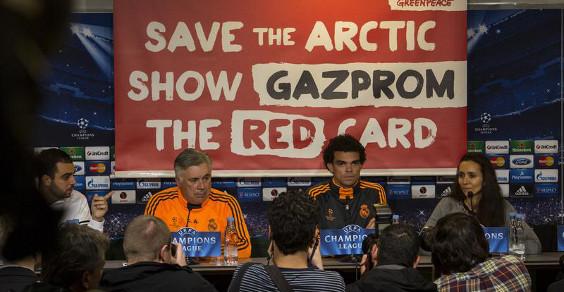 greenpeace striscione conferenza stampa 1