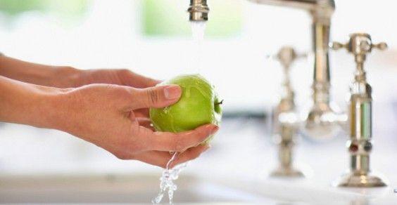 pesticidi lavare frutta verdura