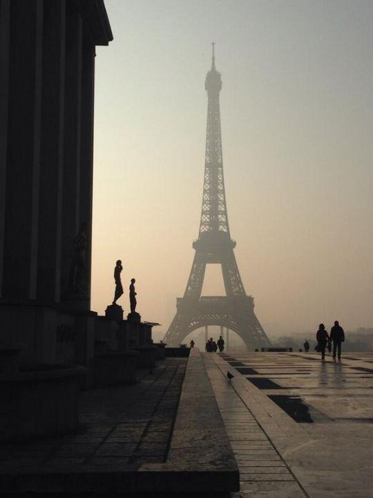 parigi smog torre eiffel