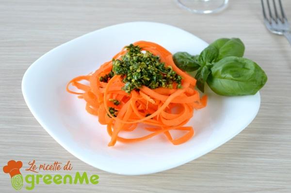 spaghetti di carote al pesto