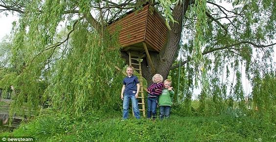 Treehouse la casa sull 39 albero autocostruita per i bambini for Kit per costruire casa sull albero