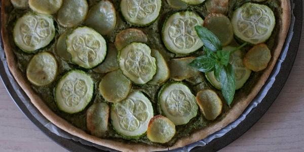 Torta salata di zucchine e patate al pesto