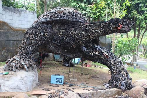 b2ap3_thumbnail_Ono-Gaf-tartaruga-gigante-metallo-spazzatura-04.jpg
