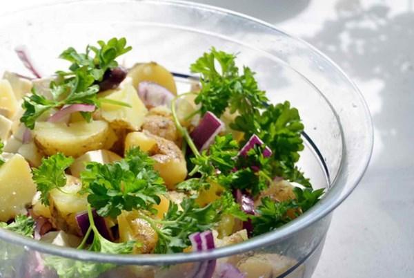 ricette insalata di patate alla greca