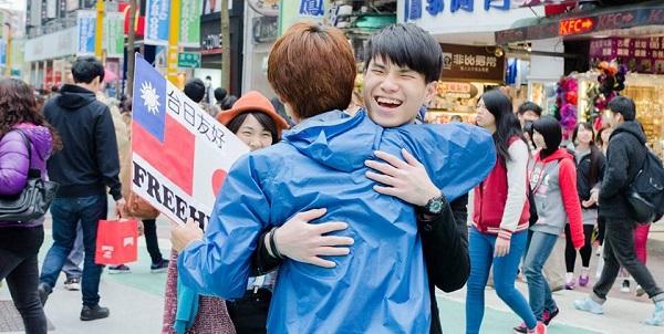 free hugs peace.jpg 2