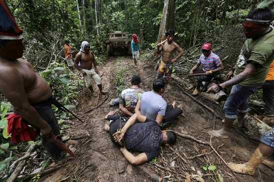 indigeni disboscamento amazzonia 1