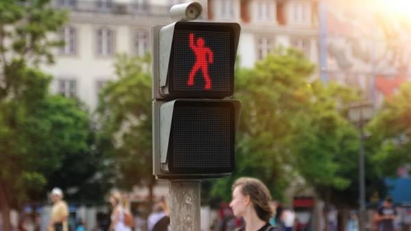 semaforo-danzante-smart-lisbona-01