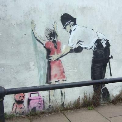 b2ap3_thumbnail_Banksy-street-art-foto-opere-portavoce-generazione-anti-sistema-06.jpg