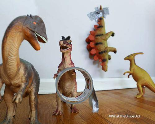 b2ap3_thumbnail_dinovember-dinosauri-giocattoli-prendono-vita-notte-bambini-03.jpg