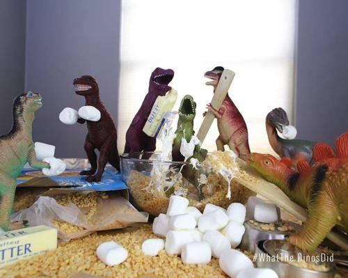 b2ap3_thumbnail_dinovember-dinosauri-giocattoli-prendono-vita-notte-bambini-07.jpg