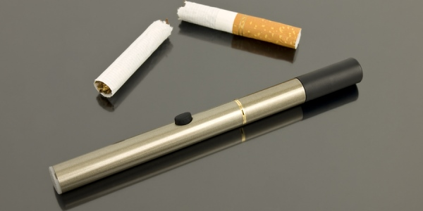 electronic-cigarette-and-real-cigarette