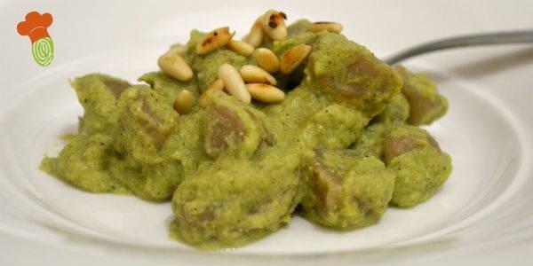 gnocchi con pesto di broccoli