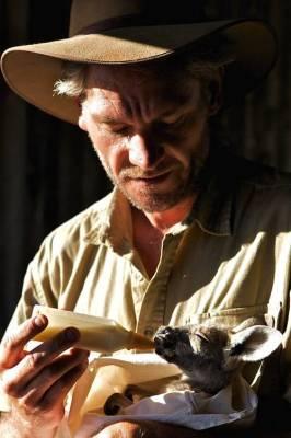 b2ap3_thumbnail_Chris-Barnes-Kangaroo-Sanctuary-canguri-orfani-Australia-14.jpg