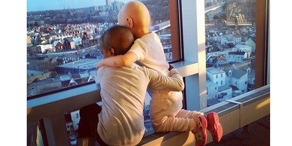 bimbe abbraccio cancro