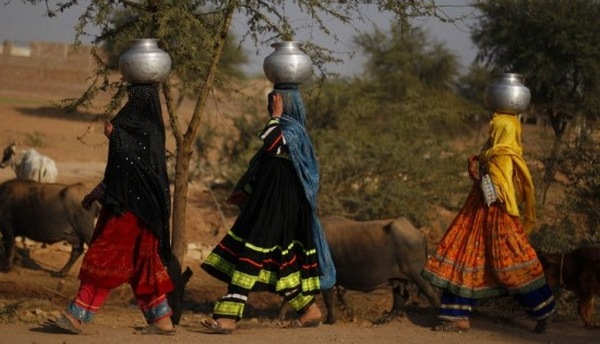 donne acqua india 1
