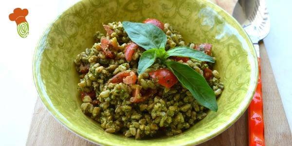 insalata farro pesto e pomodorini