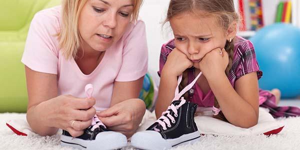 allacciare scarpe