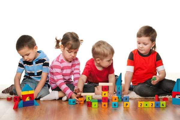 bambini costruzioni