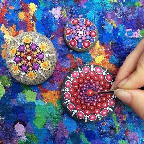 dipingere mandala su pietre mandala stones
