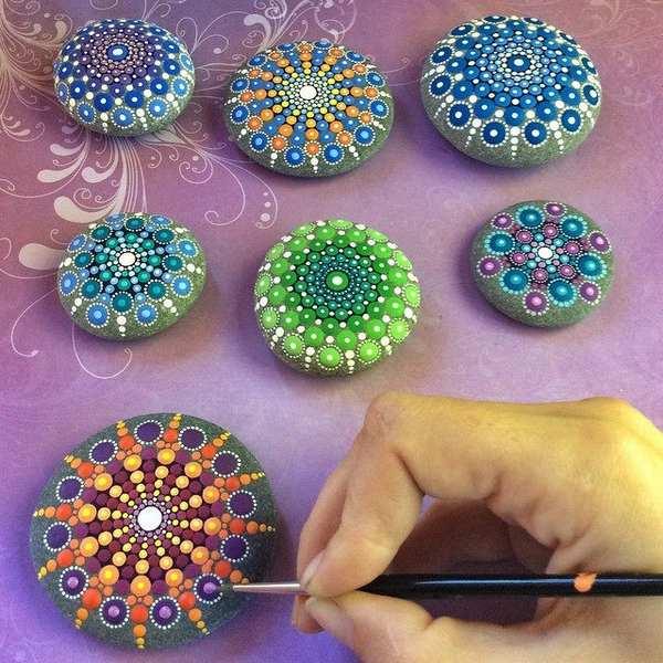 mandala stones dipingere 1